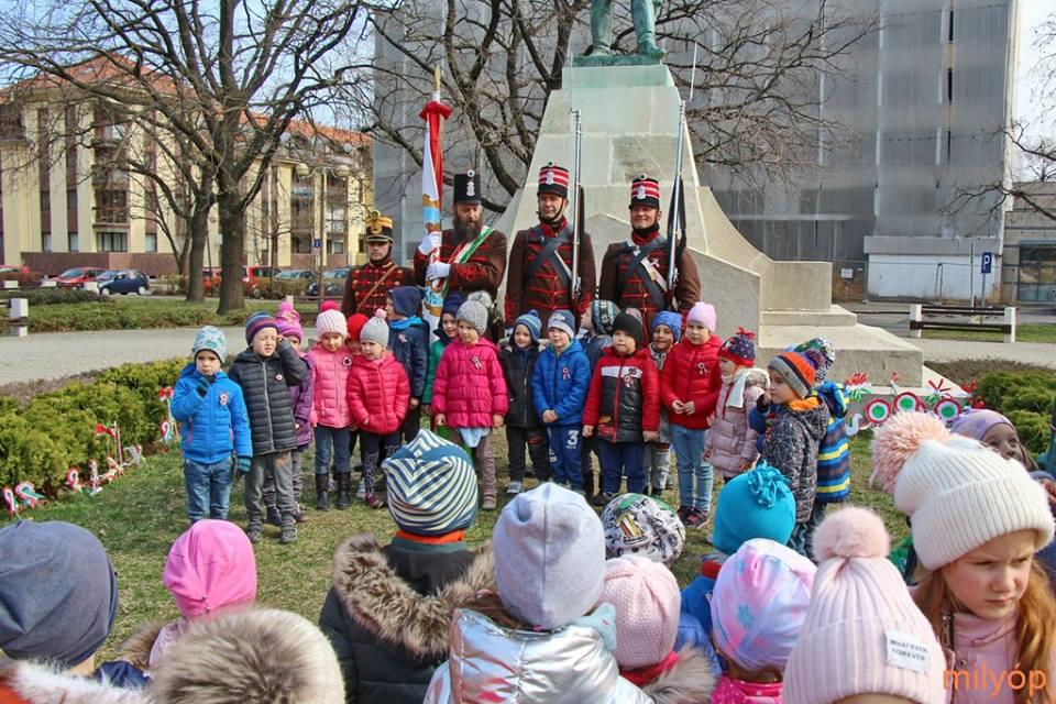 Békéscsaba, Kossuth tér – a város óvodáscsoportjainak fogadása - 2019.03.14.