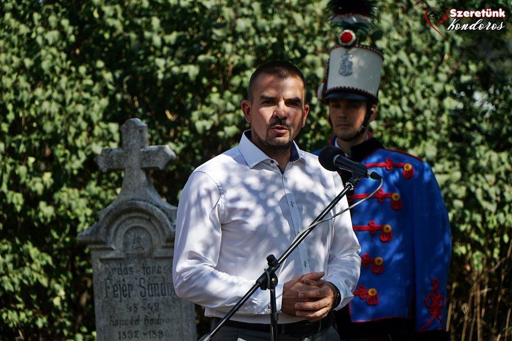Kondoros, Római Katolikus Ótemető - díszelgés Erdős-tarcsai Fejér Sándor honvéd hadnagy síremlékénél történt megemlékezésen - 2020.09.11.